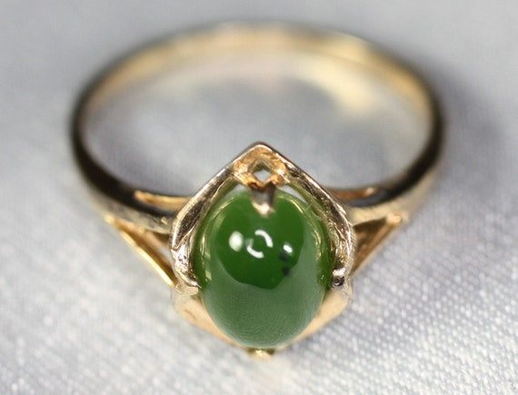 14K Gold and Jade Vintage Ring Size 6.25