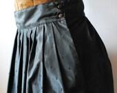 Gothic Glamour Girl Vintage Black Pleated Skirt Liz Claiborne size 4