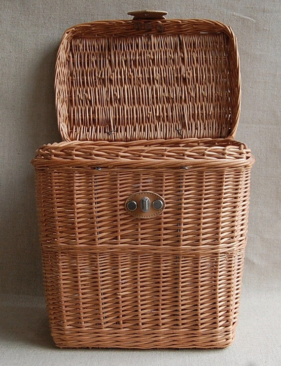 Vintage Basket  Wicker with Lid  Farmhouse Storage Large