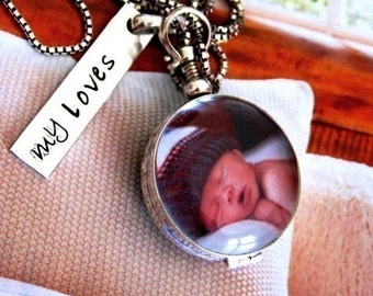 Round Photo Locket Personalized Mothers Antiqued Glass Sterling Tag Charm Gift for Moms Mothers Daughter Sister Mom
