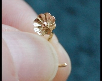 Flower Nose Stud in Gold - La Petite Fleur - 14 Karat Solid - CUSTOMIZE