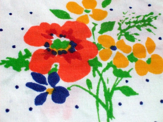 Vintage Floral Sheet  - Flowery Design with Blue  Polka Dots - Daisy Daisies, Poppies, Poppy