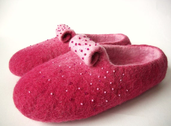Felted slippers-wool slippers-house shoes-felt slippers-handmade wool slippers-women slippers-beaded magenta, soft pink-Valentines day gift
