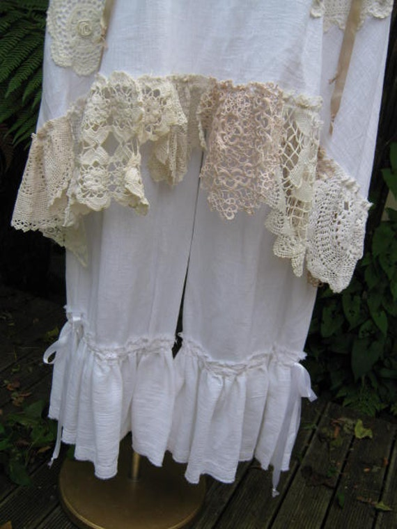 white cotton muslin bloomers.. vintage kitty.. cotton lace, seam binding ribbon.. shabby chic. med - XL