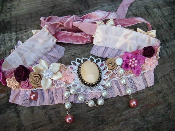 Vintage Kitty.. charming Victorian style choker.. vintage brooch centre and pearls.. satin roses, beaded lace, velvet.. ooak