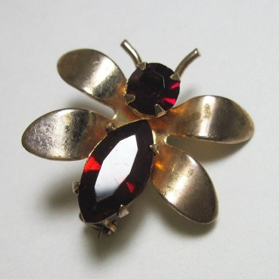Tiny Vintage Bee Pin Bug Insect Garnet Red Rhinestones Gold Tone 1950s January Birthstone