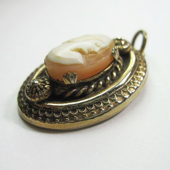 Vintage 1930s to 1940s Hand Carved Shell Cameo Pendant