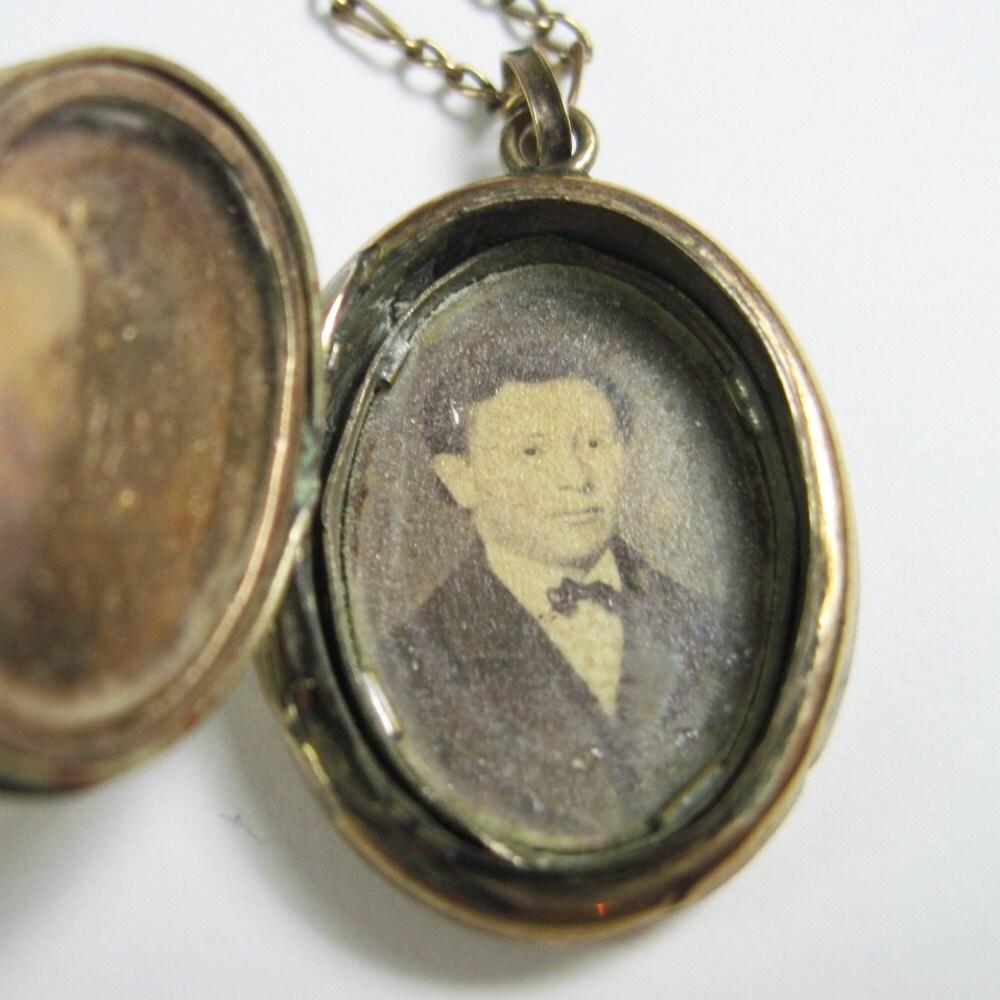 antique locket civil war era photo of inside