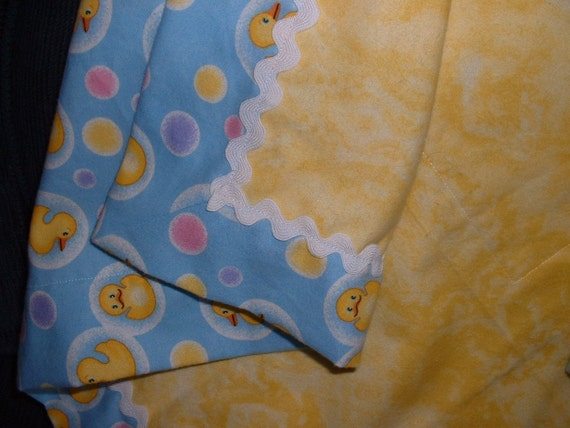 Fun and cuddly baby blanket set - yellow ducks and bubbles on light blue with bright yellow center