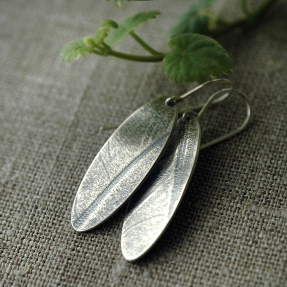 ON SALE Plume feathered oval solid silver earrings