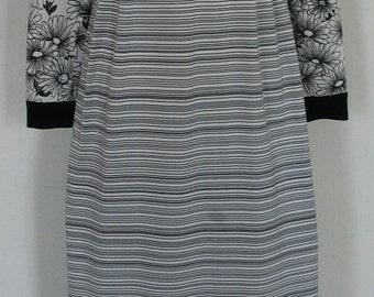 Fabulous Goldworm B&W Knit Daisy and Stripe Maxi Dress Size 8