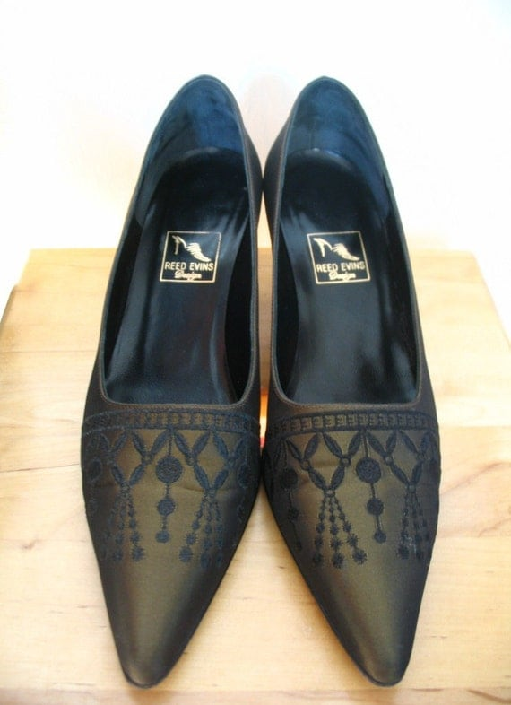 Lovely Reed Evins Olive Taffetas Embroidered Pumps Size 8 B