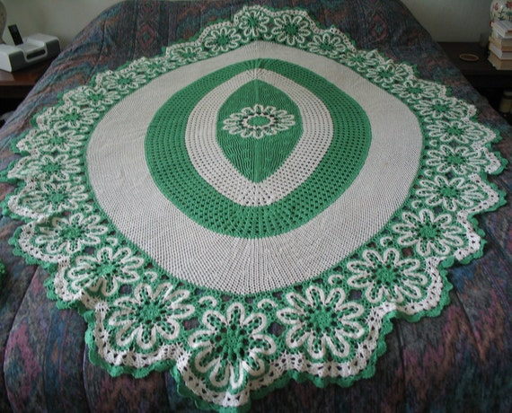 """Amazing Green & White Crochet Oval Tablecloth Set 50"""" by 70"""""""