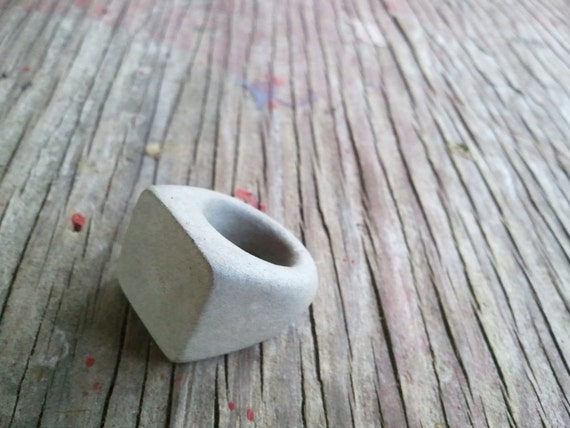 the original Concrete Ring - natural gray size 5.25