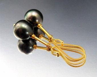 Black Tahitian Pearl and 18K Gold Earrings (EAR-1370)