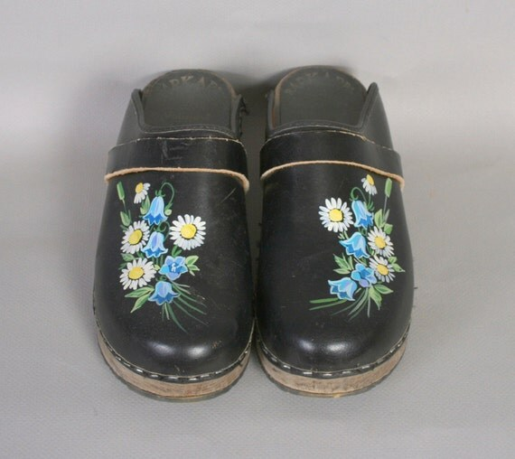 1980s PAINTED CLOGS / Hand Painted Black Leather Swedish Clogs, 9-9.5