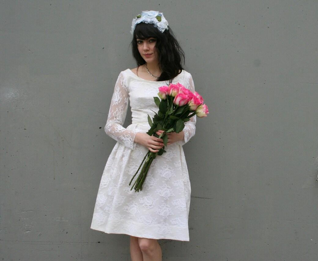WHITE LACE 60s Mod Poufy Wedding Dress Xs