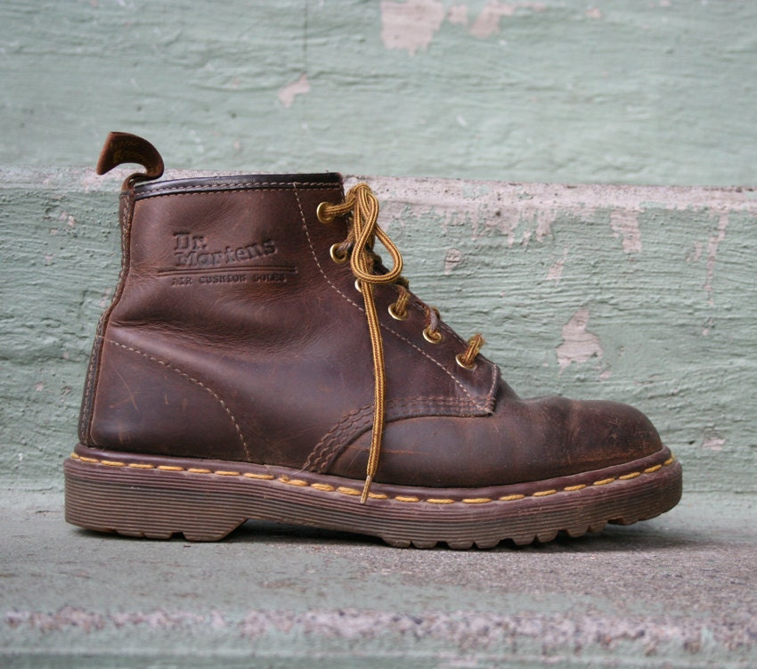 doc martens boots distressed brown leather 7 5 8