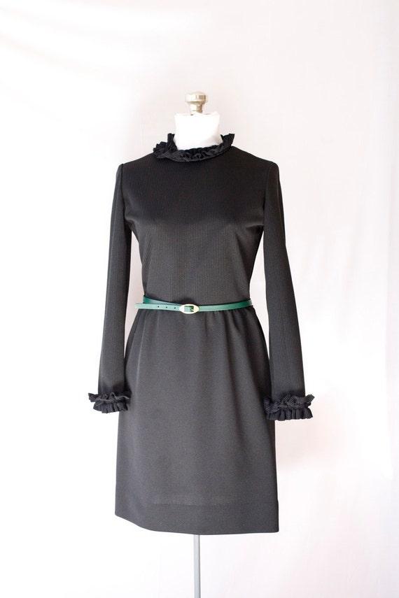 Vintage  60's  Black Dress . Mod . With Belt . Leslie Fay