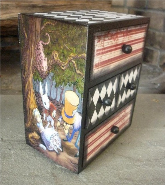 Alice In Wonderland Jewelry Treasure Box By Daintycreations