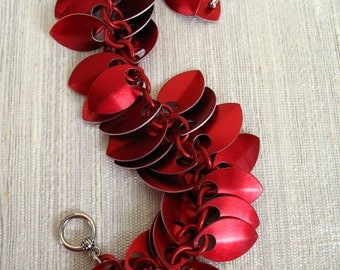 Red Dancing Leaves Chainmaille Bracelet