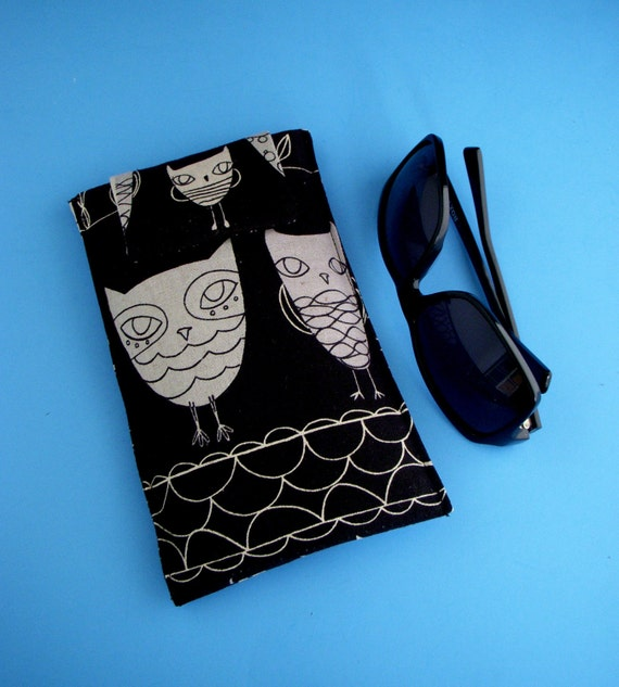 Roomy Sunglasses Case in a Japanese Design of Owls