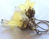 Yellow Flower Earrings, Daffodil Earrings, Lily Earrings, Gifts for Mom, Easter Jewelry, Bridal Jewelry, Bridal Earrings
