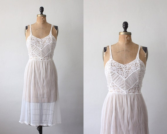 vintage 1950's white cloud nightdress