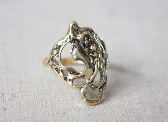 gold cameo art nouveau ring