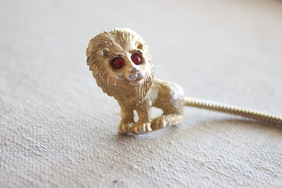 vintage lion brooch