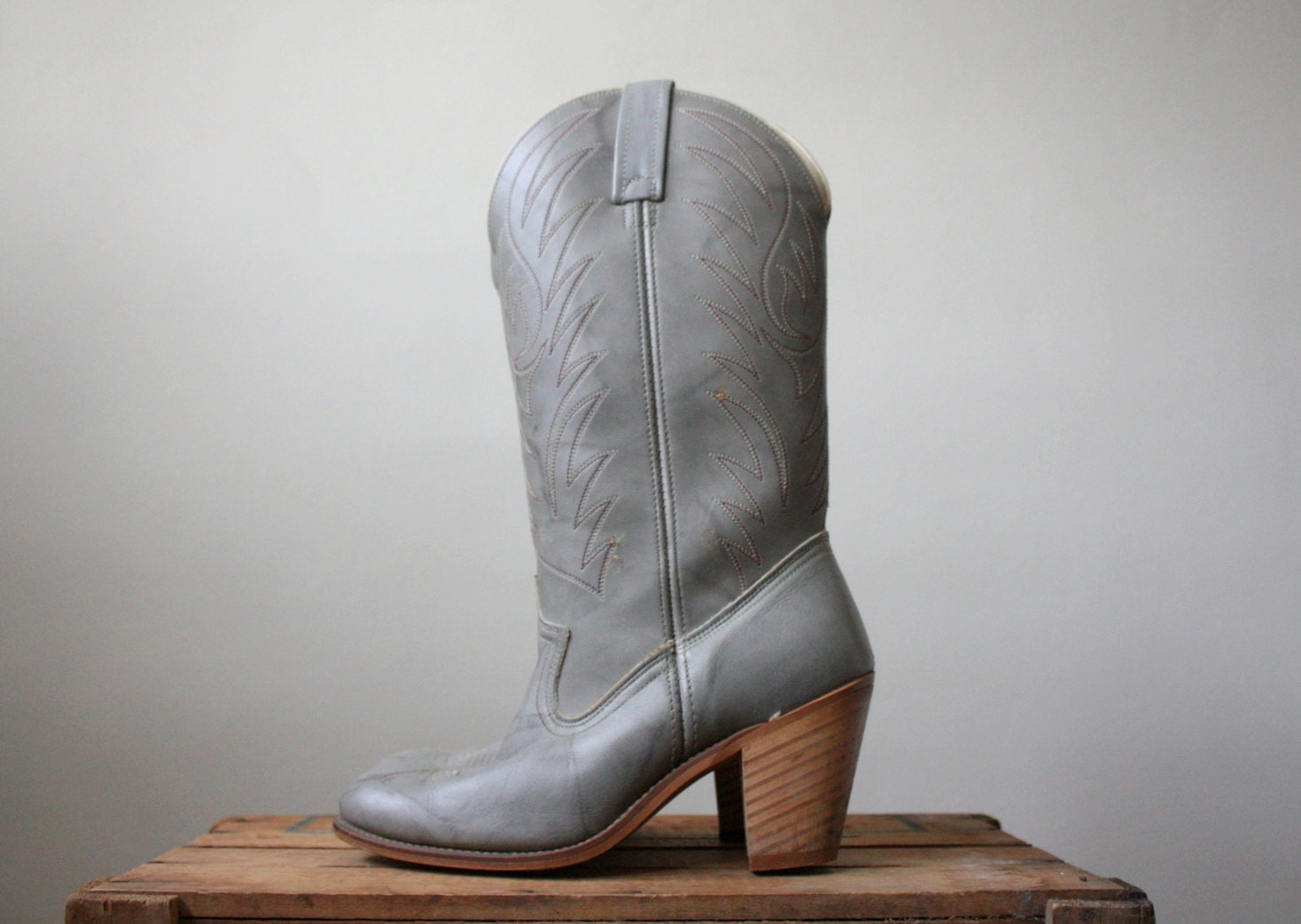 vintage cowboy boots grey western boots size 6 1 2