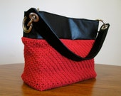 Grommet top handbag in red crochet and black vinyl