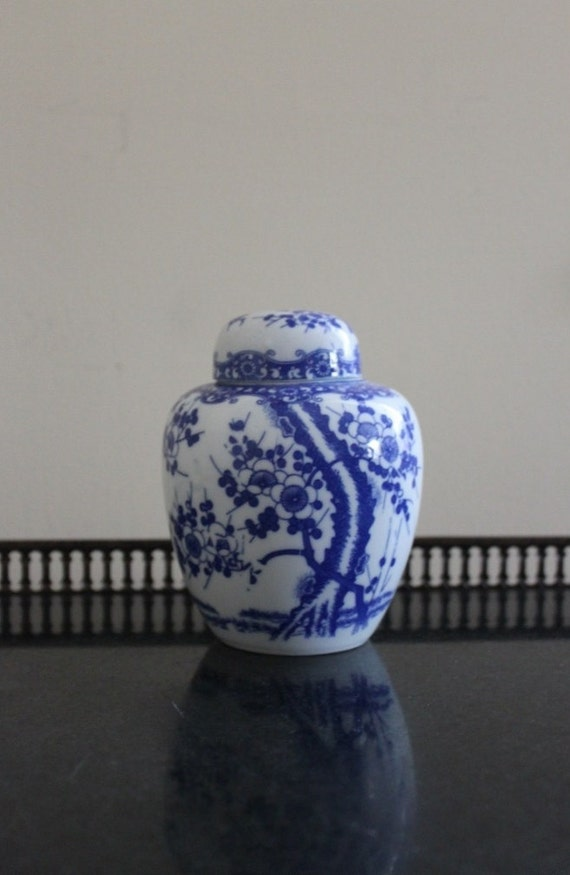 Treasury Item Vintage Blue and White Asian Chinoiserie Lidded Ginger Temple Jar Vase