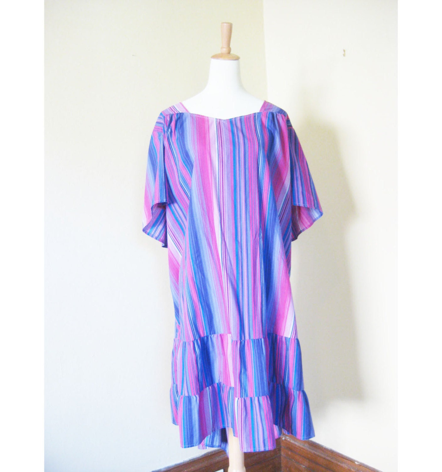 Fantastic VINTAGE HAWAIIAN MOOMOO DRESS  M