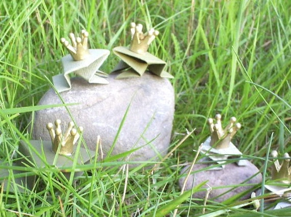 Frogs in LOVE - Set of 5 origami frogs