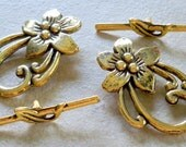 Antiqued Brass Flower Toggles so decorative and pretty