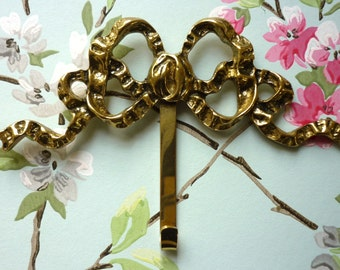 Vintage Bow Hanger for your Photo Frames or Pictures