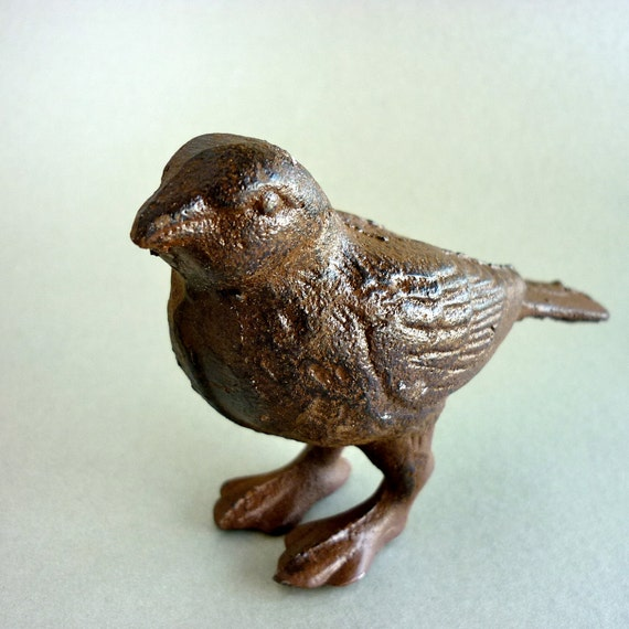 Cute  Hand Painted Wonderful Iron Cast Bird