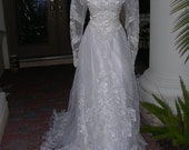 141 Beautiful vintage off white organza wedding gown with Queen Ann collar