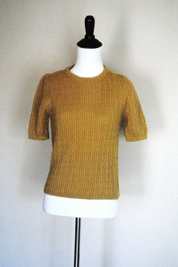 1950s Mustard Sweater/ Short Sleeve Cable Knit Top/ Slightly Cropped / Size Small / Medium