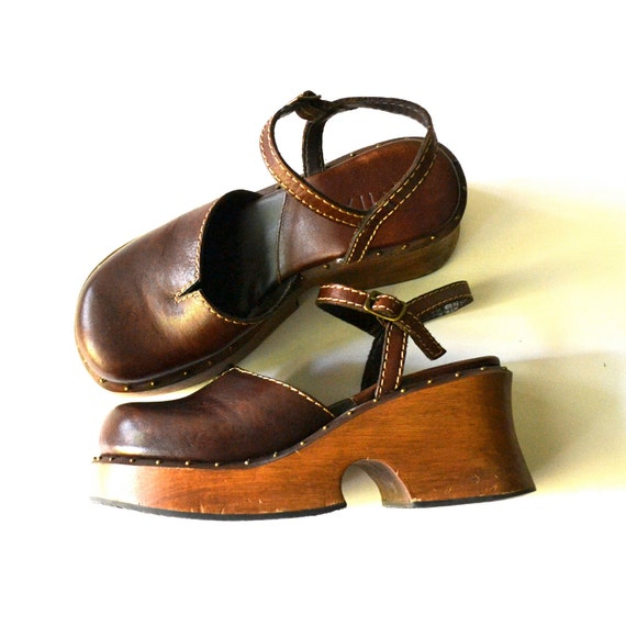 90's Does 70's Wood Platform Clogs with Ankle Strap / size 7