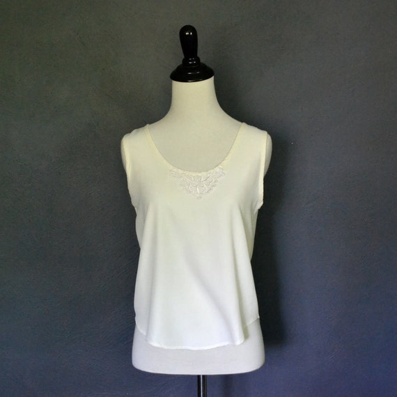 Vintage Cropped Off White Camisole with Lace Neckline / size small