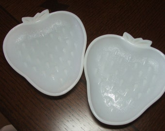 Milk Glass Plate Set STRAWBERRY Design