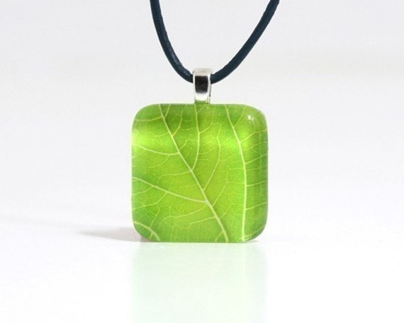 one green leaf glass tile pendant- peridot colored high resolution leaf photo necklace