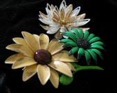 VINTAGE  3 Enamel Brooches LOT SHIPPING INCLUDED ON SaLE for 10.00