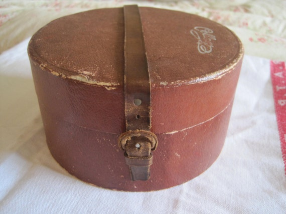Vintage Collar Box With Collars