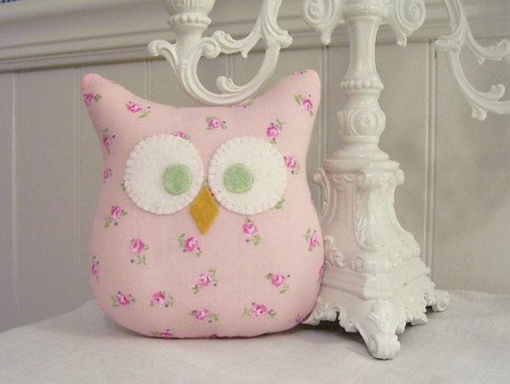 One 5 inch Shabby Owl in Pale Pink Roses