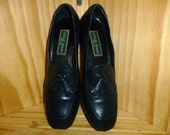 Vintage 90's - Cole Hann - Pinched Tassel - Preppy - Woman's - Loafers - in Navy Blue - made in Italy - marked a size 7.5 AA