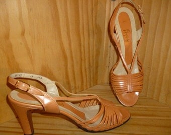 PEACHes 'n Cream - Vintage 40's - Leather - Iced Peach - Strappy Sandals - Peep Toe - Slingbacks - Kitten Heels - by Byrons's Amano - 7.5 N