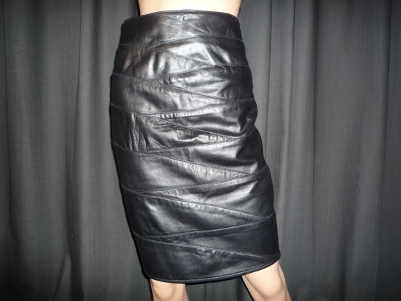 """Vintage 80's - Jet Black - High Waisted - Patchwork - Leather - Pencil - Skirt - By EREZ - size 6 - 26"""" wasit"""